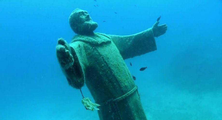 isole tremiti fondale statua